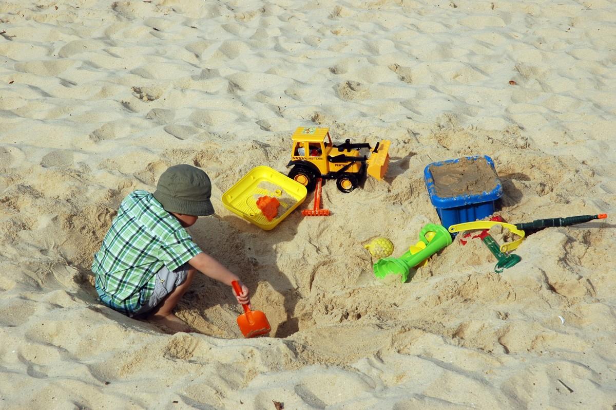 Zabawki na plażę – Jakie warto zabrać ze sobą?
